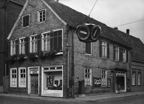 Haus Etscheidt mit Ampel 1950er Jahre